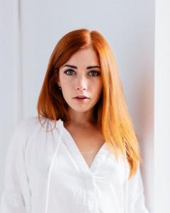 anna natural light portrait in studio frankfurt 01