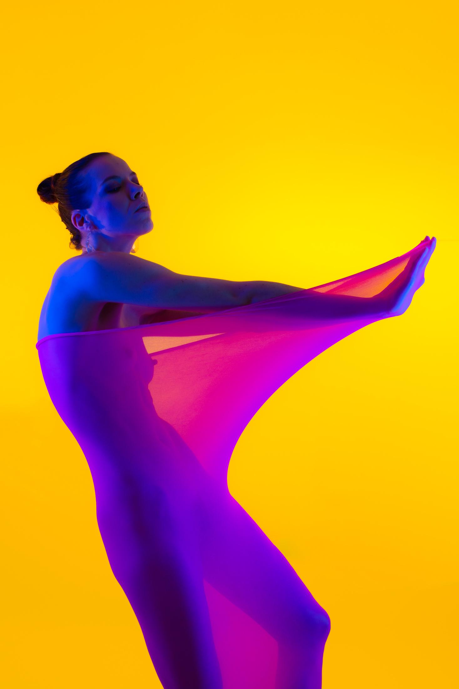 denisa fine art nude with color gels in studio in mainz 06