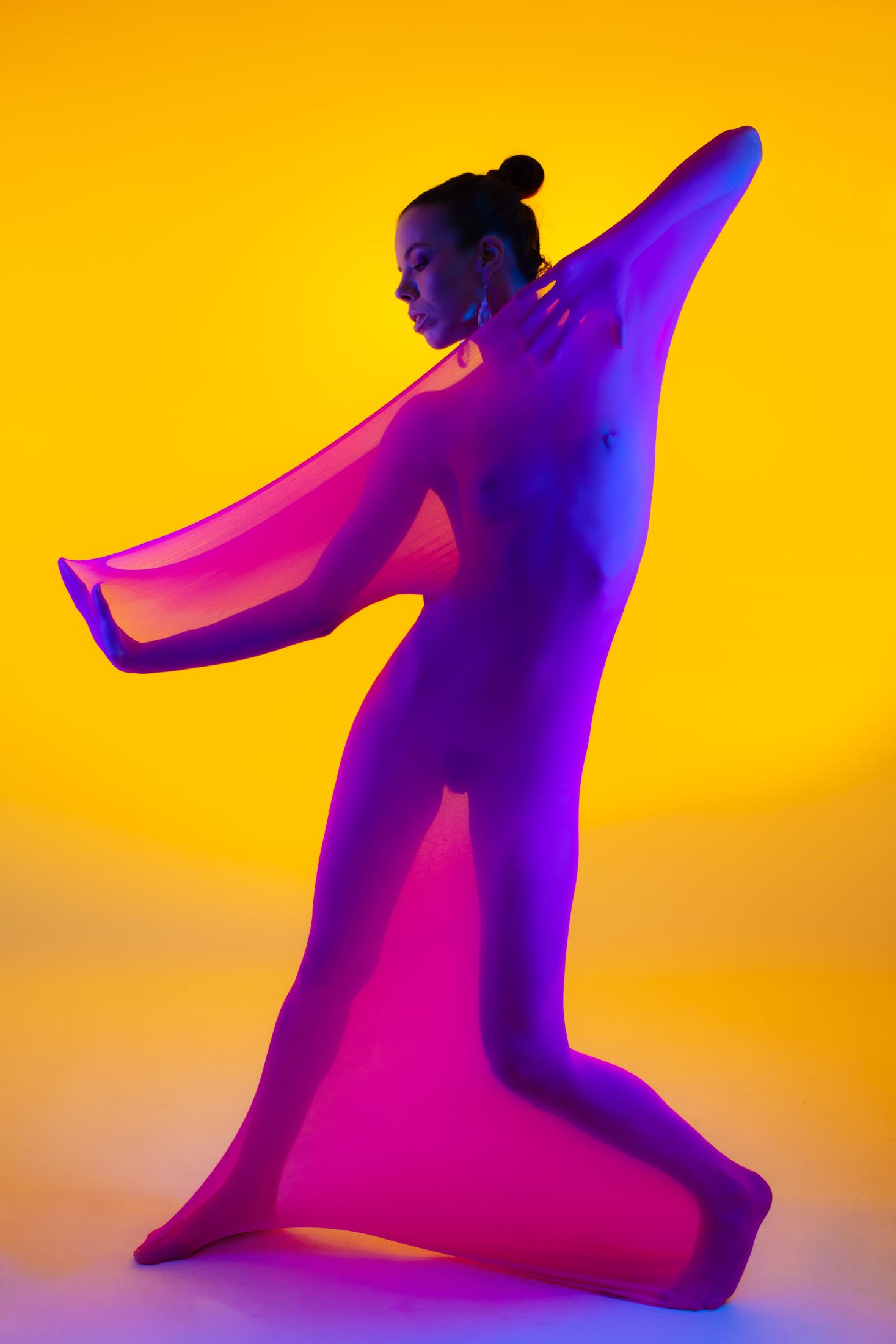 denisa fine art nude with color gels in studio in mainz 07
