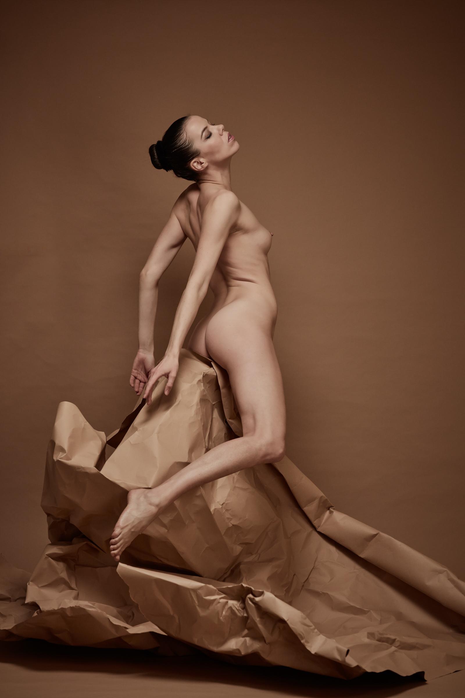 denisa sculptural art nude in studio mainz 02