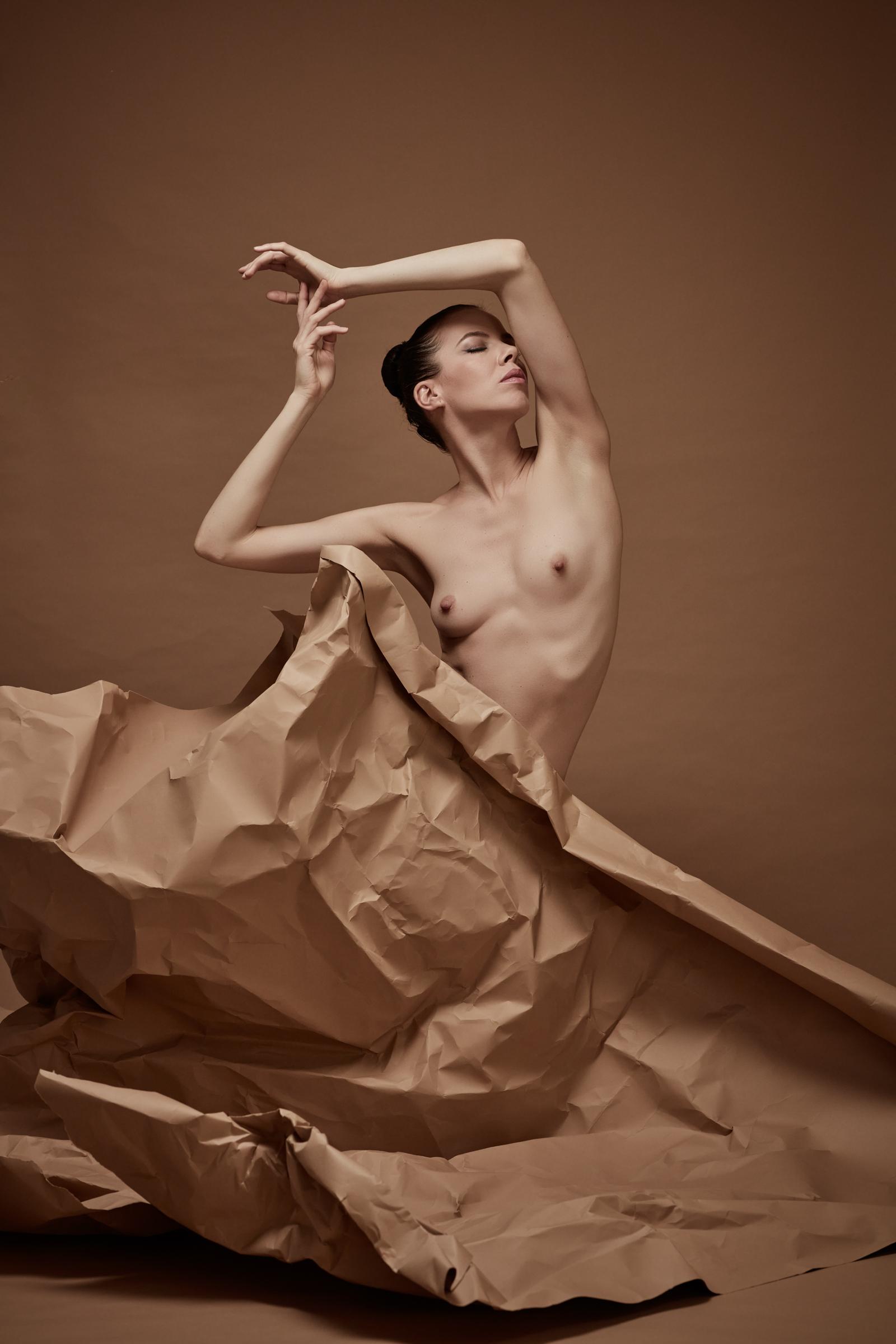 denisa sculptural art nude in studio mainz 03