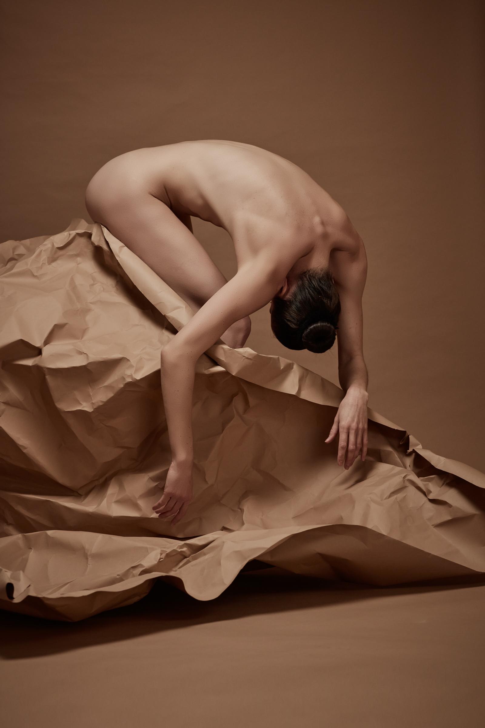 denisa sculptural art nude in studio mainz 05