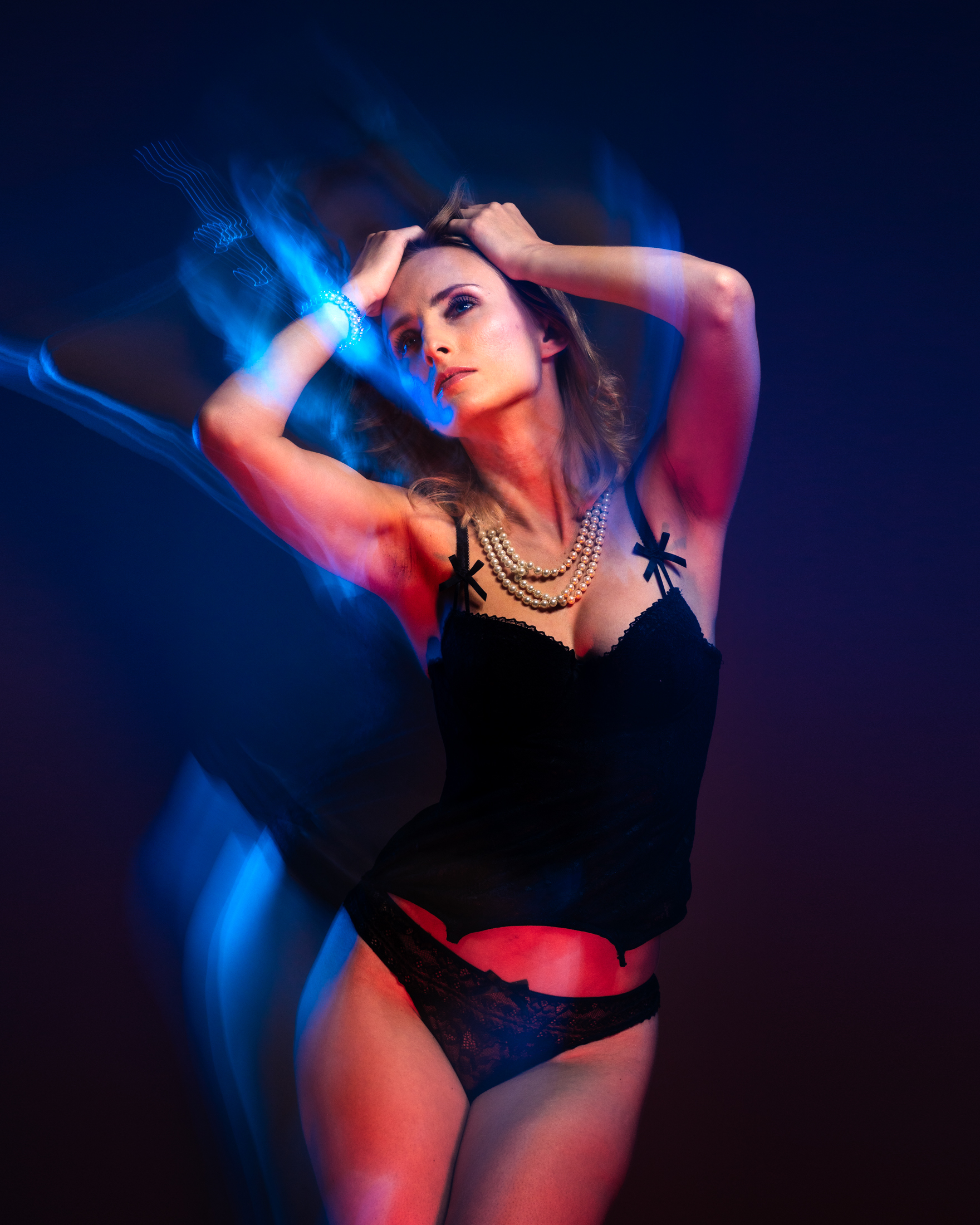 veronika sensual portrait with color gels in studio in frankfurt 03