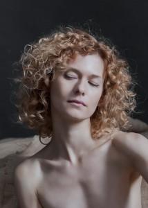 yolanta sensual portrait in studio in frankfurt 01