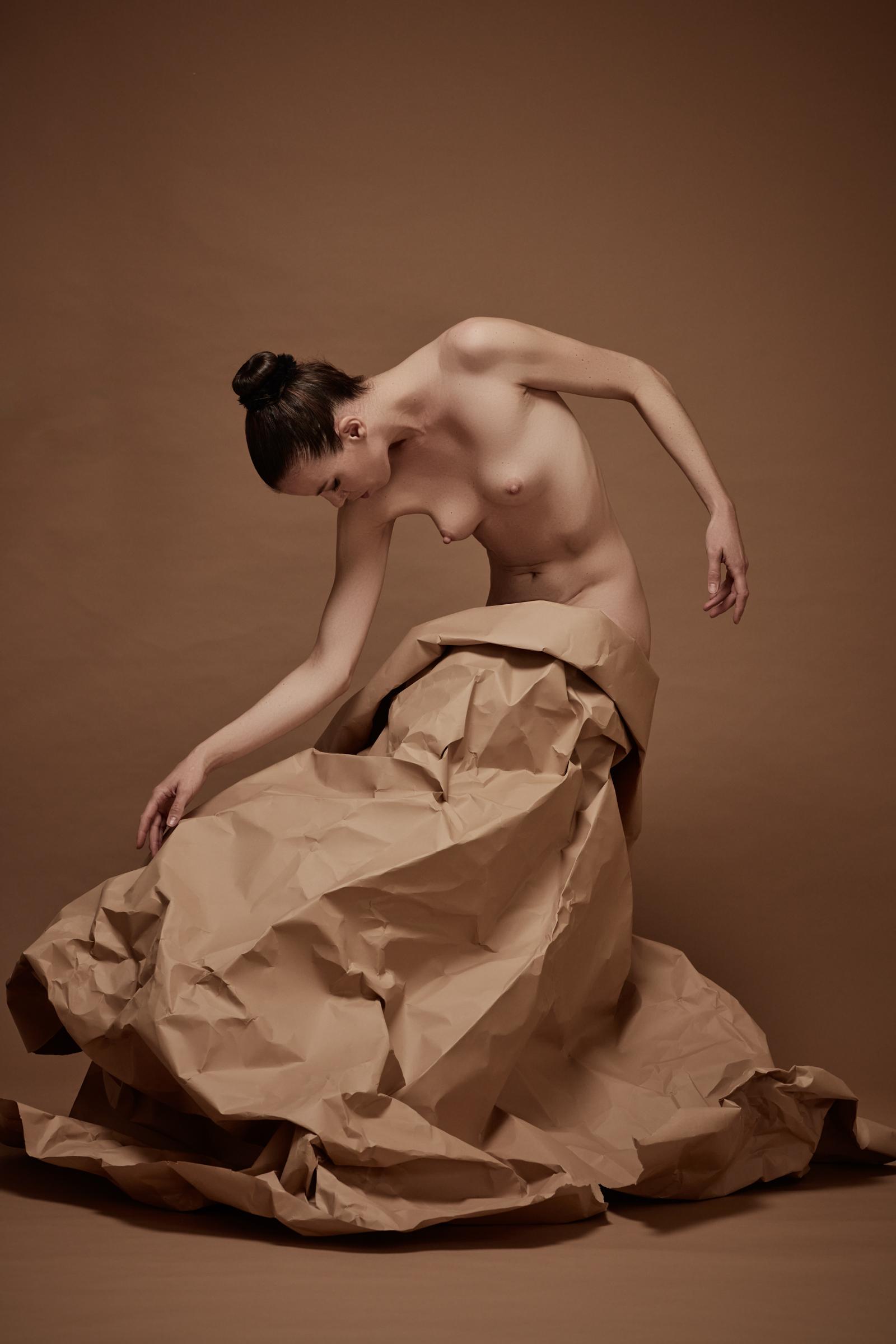 denisa sculptural art nude in studio mainz 01